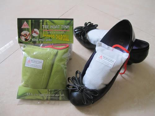 Khử mùi giày bằng than hoạt tính.
